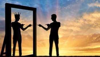 Три ознаки, як впізнати самозакохану людину