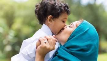 Чи можна цілувати свою дитину в губи? Терапевти показують, як це впливає на дитину