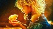 Люди, у яких велике і добре серце нерідко беруть дітей з дитячого будинку. Ось кілька історій про ті сім'ї, які не злякалися і вирішили подарувати сімейну радість тим, кого колись залишили