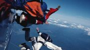 Затяжний стрибок з парашутом заради квартири
