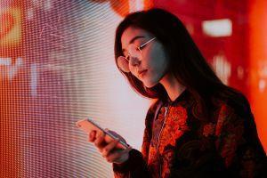 Japanese Regulator Warns Teens Who'll Soon Be Able to Buy Crypto 101