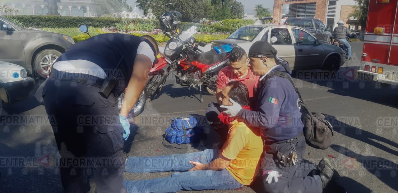 Motociclista lesionado en accidente vial