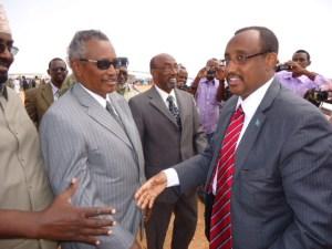 Puntland president Abdirahman Mohamed Farole (left) and president-elect Abdiweli Mohamed Ali Gaas (right).
