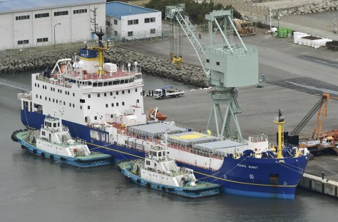 The Pacific Egret docked in Tokai (Ibaraki Prefecture) in March 2016, waiting to depart to the US with a cargo of Japanese plutonium. Tokyo's large stockpiles are one of the reasons why the country is considered to be a 'latent nuclear power. (Kyodo)