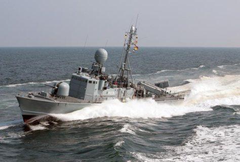 Fast patrol boat FRETTCHEN plows through the Baltic Sea (Photo: German Navy).