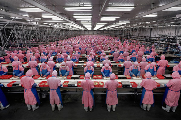 Burtynsky_Manufacturing_China001-Working Conditions in China