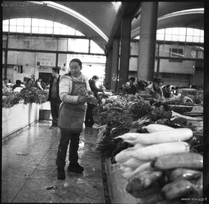 Suburbia_People_009-Ordinary life in China