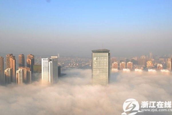 nebbiacina00---Hangzhou immersa nella nebbia