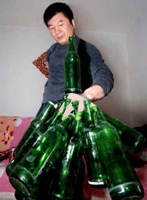 Quante bottiglie si possono portare con una mano