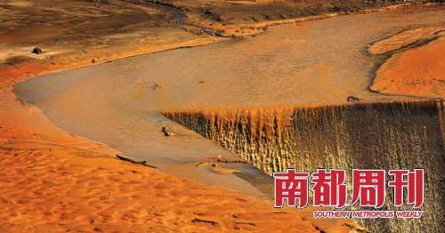 polluted-water-003-inquinamento idrico in Cina