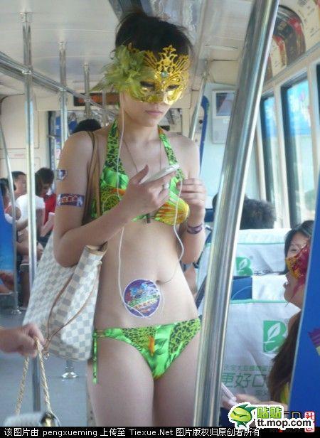 00bikini-bus-bikini in pubblico