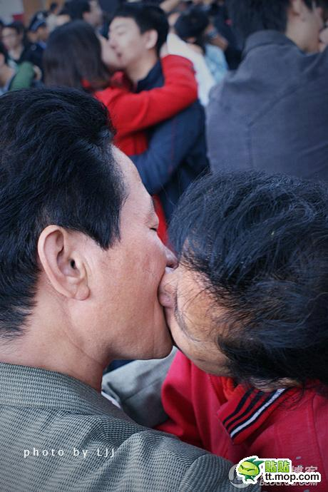 003Beijing-kiss-contest