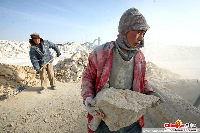 Xinjiang-Toksun-workers-001