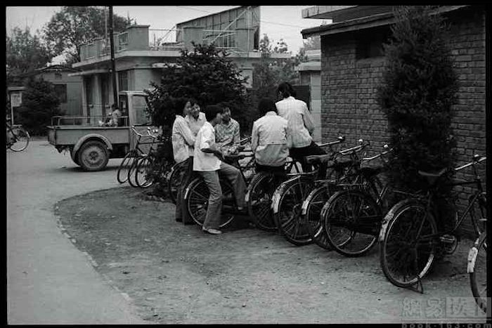 studenti cinesi in bicicletta