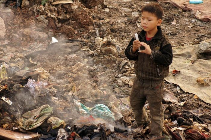 vivere tra i rifiuti in Cina