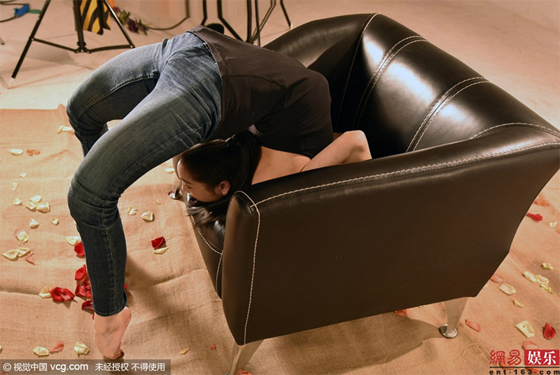 010liu-teng-la-contorsionista