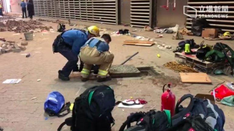 Alcuni studenti del PolyU ad Hong Kong hanno cercato di fuggire dalle fogne-politecnico hong kong