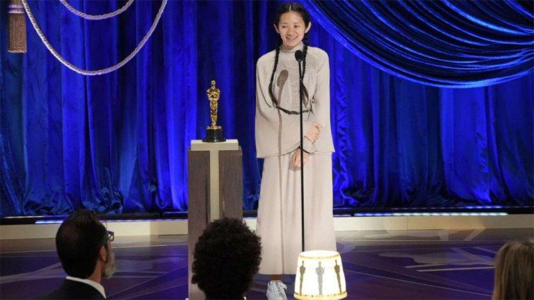 Chloe Zhao vince lOscar per la Miglior Regia
