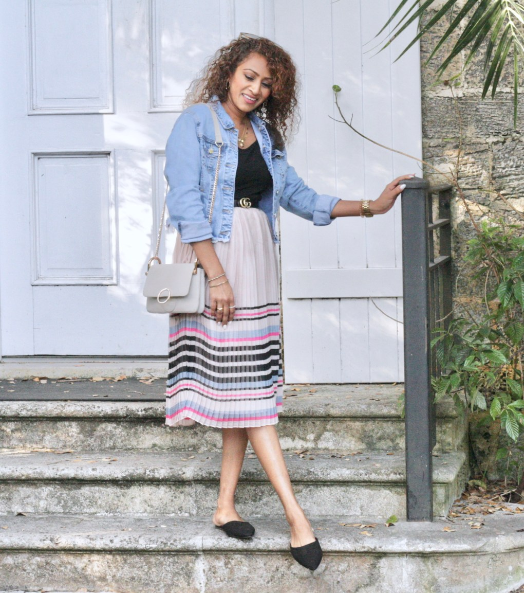 e251517f89 To complete this look I added gold tone jewelry that carried through in my  belt and cross-body purse. Even though the skirt has an elastic waist band  I ...