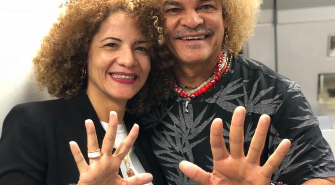 ESCRIBE TU RELATO DE OCTUBRE (IV): El ex fubolista colombiano Valderrama @PibeValderramaP y su mujer @redondo_elvira
