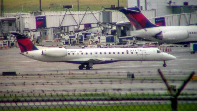 CVG Shuttle America ERJ-135 N298SK