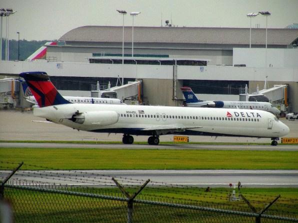 CVG Delta MD-88 N964DL