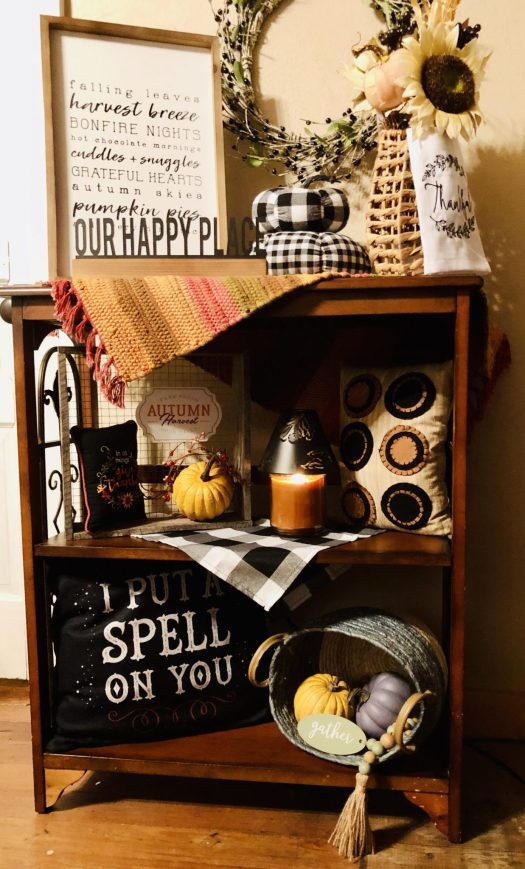 Decorating for Halloween with Decocrated small bookshelf