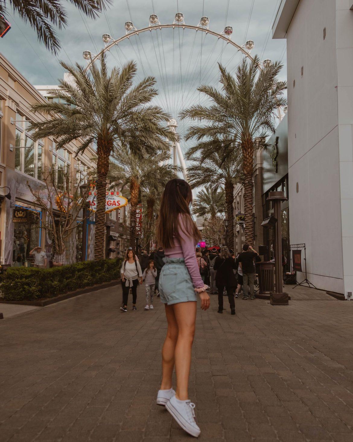 Ferris wheel in Las Vegas, cute Vegas outfit, travel destinations
