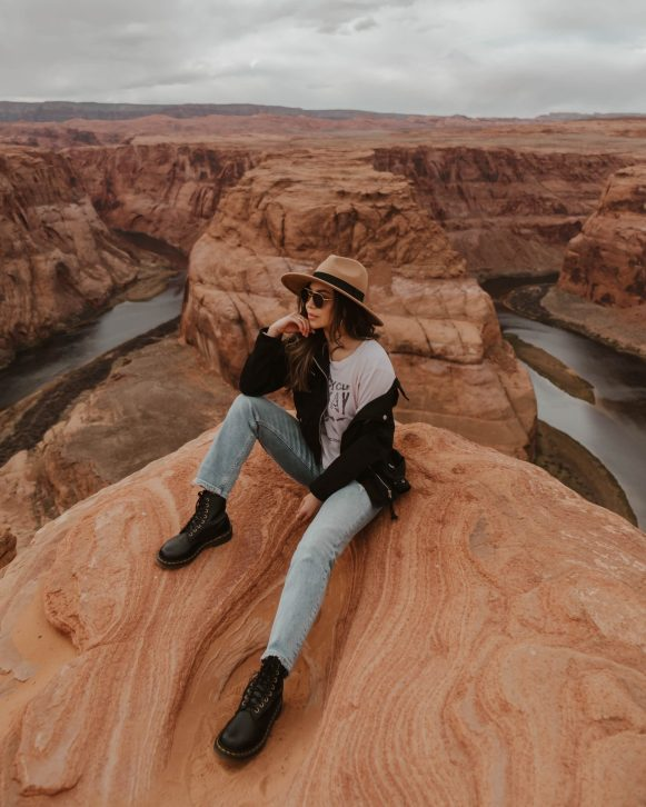 Horseshoe Bend outfit and photography - Nevada & Arizona road trip guide and itinerary