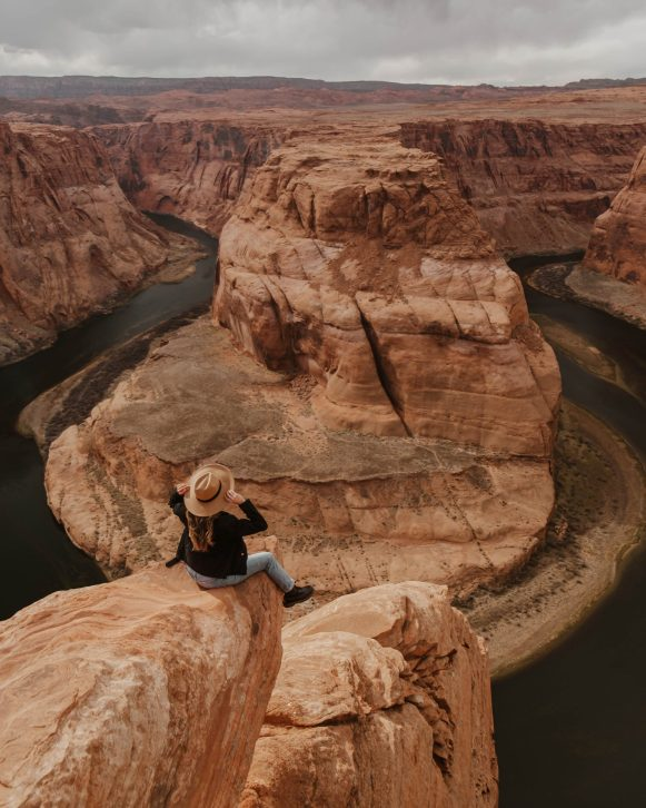 Horseshoe Bend adventures, sitting on a cliff, travel photography, USA travel
