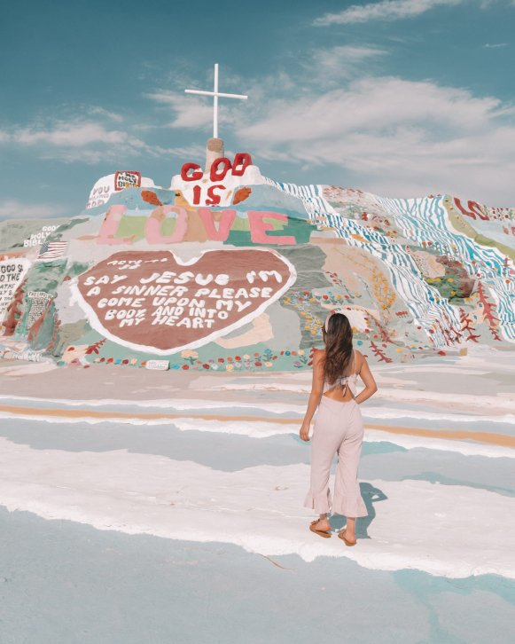 salvation mountain in Salt City, cute girly outfit for desert