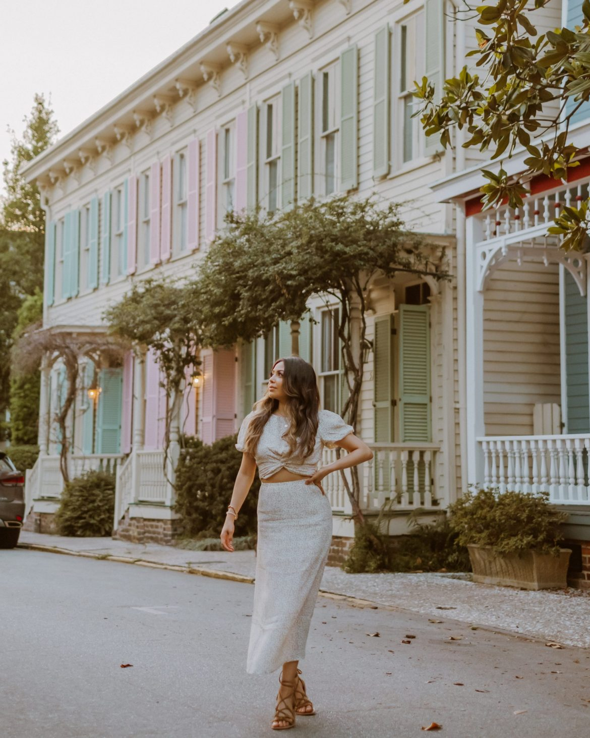 Pretty Street in Savannah, Georgia   travel outfit ideas
