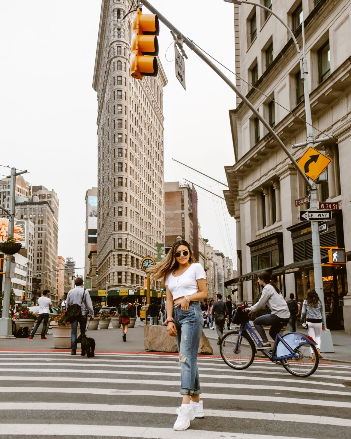 17 Best Instagram Worthy Spots in New York | Flatiron Building New York, NY outfit