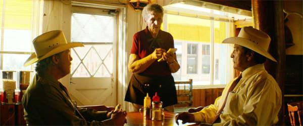 En trente ans, personne a commandé autre chose qu'un t-bone. Y'a eu ce touriste de New-York, en 94, qui a commandé une truite. On sert pas de truite ici. La question, c'est: avec votre t-bone à point, vous ne voulez pas de haricots ou vous ne voulez pas de purée?