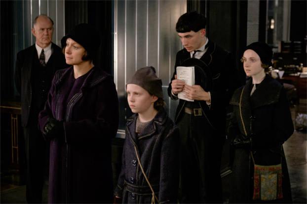 Côté sordide: les intégristes religieux qui élèvent les orphelins… - photo Warner Bros