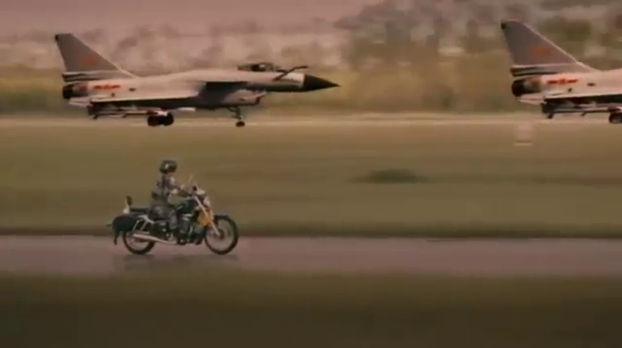 Moto et J-10