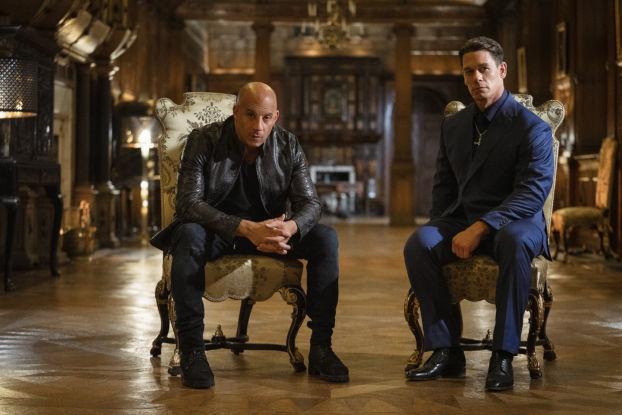 Dom et Jakob Toretto dans un salon renaissance