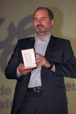 Álvaro Augustín, productor ejecutivo de 'Un monstruo viene a verme', que recogió la medalla a la mejor fotografía en representación de Oscar Faura.