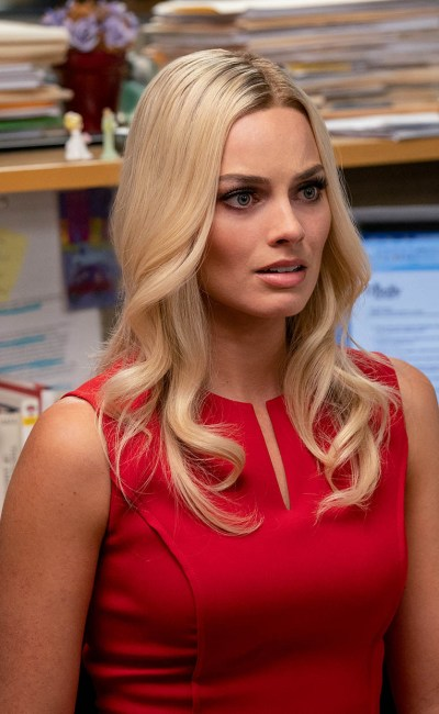 Margot Robbie journaliste sur Fox News dans Scandale