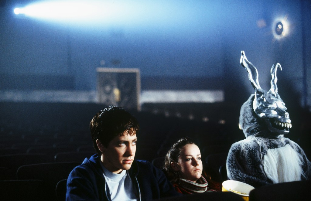 Donnie Darko au cinéma, regardant Evil Dead