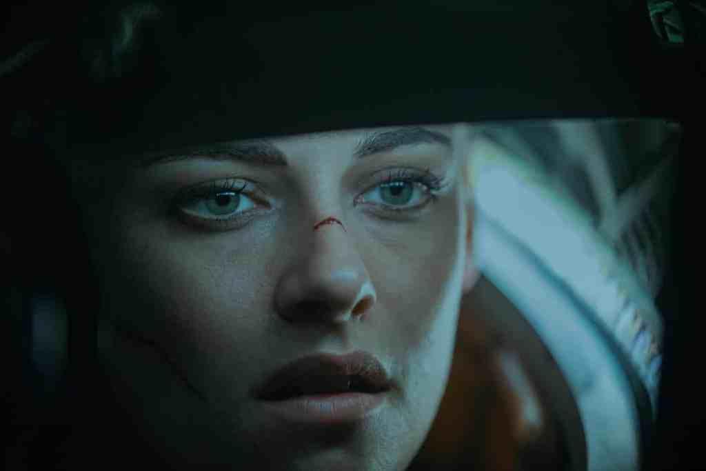 Kristen Stewart, superbe, dans Underwater