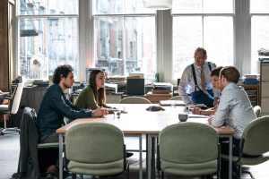 Keira Knightley et Ralph Fiennes dans Official secrets