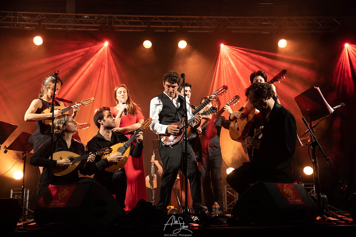 Félcohe and the Mandolin Orchestra sur scène