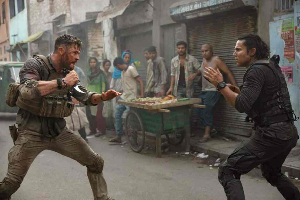Randeep Hooda affronte Chris Hemswrot dans Tyler Rake (Netflix)