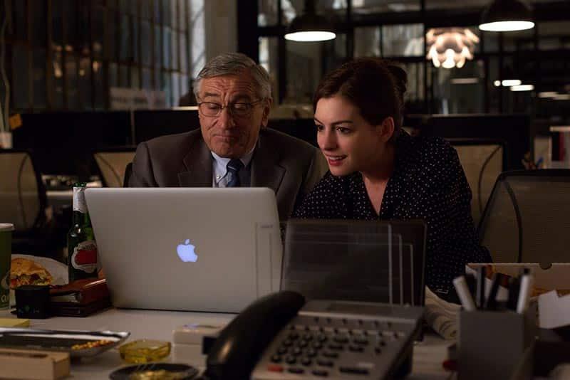 Robert De Niro et Anne Hathaway dans Le nouveau stagiaire de Nancy Meyers