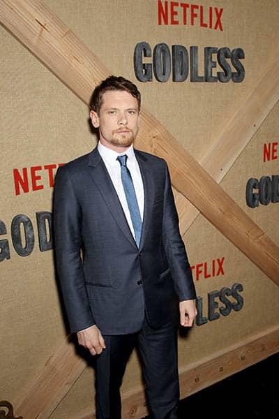 Jack O'Connell lors de l'avant-première de Godless, série Netflix