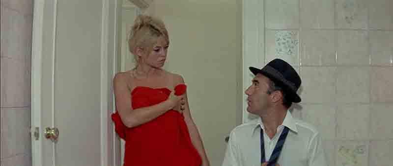 Photo de Michel Piccoli et Brigitte Bardot dans Le Mépris de Jean-Luc Godard