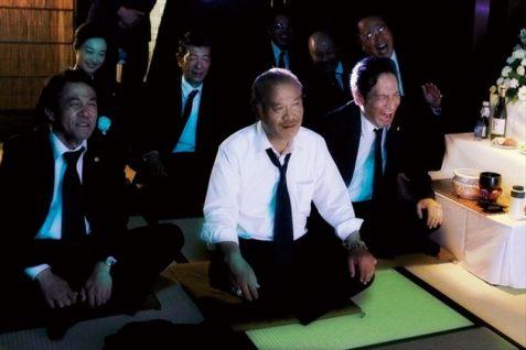 【画像】映画『幸福のアリバイ~Picture~』(葬式)