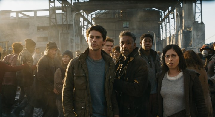 "【画像】映画『メイズ・ランナー:最期の迷宮』 (原題: MAZE RUNNER: THE DEATH CURE) 場面カット (L-r, Dylan O'Brien, Thomas Brodie-Sangster, Giancarlo Esposito, Dexter Darden and Rosa Salazar in Twentieth Century Fox's ""Maze Runner: The Death Cure."")"