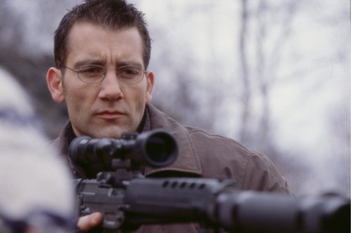 Clive Owen in The Bourne Identity